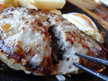 肉と豚との合びきハンバーグ